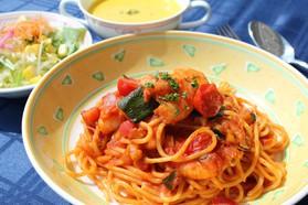 海老と夏野菜のトマトソーススパゲッティ ¥980(税込)